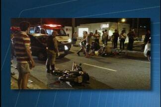 Imprudência pode ter causado acidente com moto na avenida Epitácio Pessoa, na capital - Motociclista teria cruzado a avenida sem parar e foi atingida por carro na lateral.