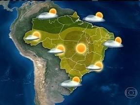 Ar seco e quente toma conta de grande parte do país - Previsão é de sol entre o norte do Paraná, Acre e o Piauí e também no norte do Amapá. Deve chover no oeste do Paraná, do leste da Bahia a Natal e entre norte do Amazonas e Maranhão.