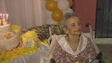 Mulher no AM celebra 100 anos de vida com festa - Familiares e amigos celebraram a data com festa em família