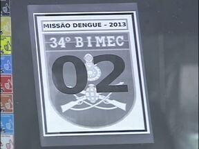 Exército ajuda no combate à Dengue - Junto com os agentes de saúde, os soldados do exército vão aos bairros para alertar e eliminar focos