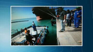 Corpo de marinheiro é retirado de navio em Fortaleza - Navio iria ao Maranhão.