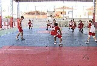 Atletas do vôlei sergipano se preparam para disputar os Jogos Escolares da Juventude - Assista ao vídeo e veja como anda a preparação dos meninos do Colégio Arquidiocesano, eles vão representar o Estado nos Jogos Escolares da Juventude.