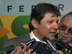 Haddad diz que pode descredenciar empresas de ônibus que atrasam salários - As empresas Itaquera Brasil, que atua na Zona Leste, e Oak Tree, na Zona Oeste, não estão pagando os funcionários em dia e os motoristas fizeram greve.