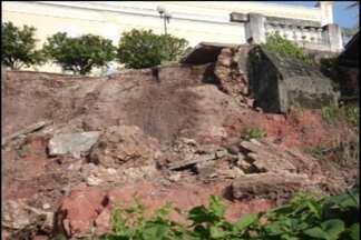 JPB2JP: Cai parte do muro lateral do Hotel Globo - A estrutura do prédio histórico não foi atingida.
