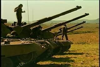 Simulação de guerra é realizada em Santa Maria, RS. - O treinamento envolveu 200 militares do Rio de Janeiro.