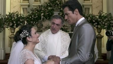 Ignácio não aceita se casar com Valdirene - A periguete se surpreende ao saber que o noivo é estéril