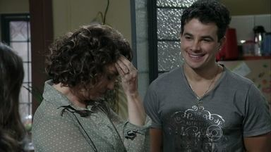 Carlito percebe que é o pai do filho de Valdirene - Ordália descobre que o filho da periguete é seu neto e decide falar com a mãe da moça. Márcia não permite que Valdirene se case com Carlito