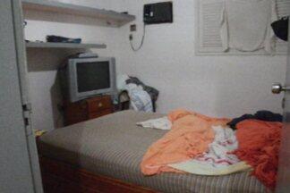 Casa que funcionava como ponto de prostituição foi fechada nesta quarta em João Pessoa - O local era divulgado como casa de massagem.
