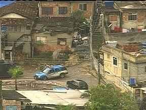 Polícia faz operação no Morro do Faz Quem Quer em Rocha Miranda - A operação começou na manhã desta quinta-feira (5). Ao chegarem na comunidade, os agentes foram recebidos a tiros pelos criminosos.