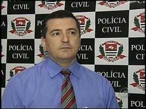 Suspeito de estupro pode estar ligado a sumiço de professora de Catanduva - A polícia de Catanduva (SP) suspeita que um estuprador, que está preso, pode estar envolvido no desaparecimento da professora Fabiana Cristina De Paula. O delegado Hélvio Bolzani contou que o homem já foi reconhecido por cinco mulheres.