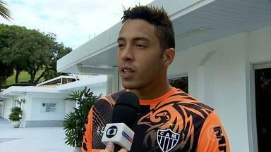 Lee: o fiel escudeiro de Ronaldinho Gaúcho - Goleiro foi lembrado pelo craque do Galo no último jogo, quando fez dois gols de falta. Para o camisa 10, Lee o ajuda a melhorar nas cobranças.