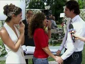 Marcela Monteiro vai aos bastidores de Sangue Bom conferir o casamento de Amora e Bento - Veja tudo o que rolou durante a gravação da cena da novela das 19h