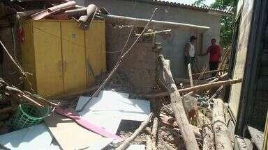 Mãe e filha morrem depois que um caminhão invadiu a casa onde elas estavam - O acidente foi no fim da noite desta quinta-feira, em Itapipoca.
