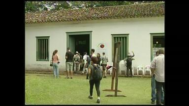 Festival Aves de Paraty, RJ, reúne educadores e observadores - Evento segue até domingo (8) no Museu Forte Defensor Perpétuo; há exposições, oficinas, palestras e atividades para crianças.