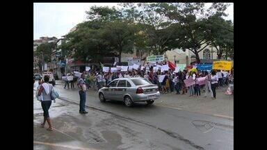 Alunos protestam contra más condições de trânsito em Cariacica e Vila Velha, ES - Os estudantes foram às ruas protestar na manhã desta sexta-feira. Em Cariacica, eles reclamam dos abusos no trânsito. Em vila velha, os alunos ocuparam a rodovia Darly Santos para pedir mais segurança.