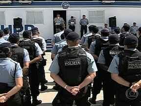 Polícia do Rio anuncia troca de comando de 25 das 34 UPPs no Rio - Segundo o Comando das UPPs, a mudança tem o objetivo de melhorar o trabalho e corrigir as falhas. A nova comandante da Rocinha, Major Priscilla de Oliveira Azevedo, tomou posse nesta sexta. Ela substitui o Major Édson Santos.
