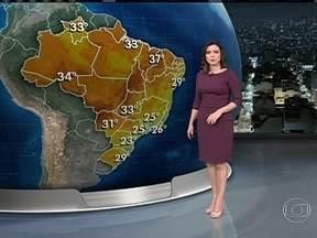 Previsão é de tempo aberto em Santa Catarina, Rio, Mato Grosso e Rio Grande do Norte - O sábado começa com frio no Centro-Sul do Brasil, mas a temperatura vai esquentar durante a tarde. Pode chover fraco entre Espírito Santo e Pernambuco.
