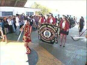 Moradores da região Noroeste comemoram o Dia da Independência - Em Umuarama não teve desfile cívico neste 7 de Setembro, mas as escolas comemoraram o dia da Pátria com mostras culturais. Em Paranavaí o Exército, escolas e entidades participaram do desfile no centro da cidade.