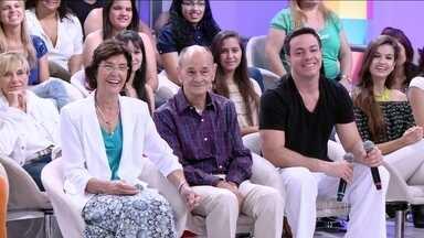 Pais de Fátima surpreendem a apresentadora - Fátima quase não acredita que seu pai está na plateia do programa