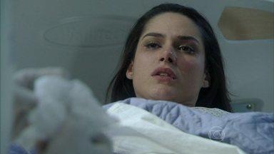 Leila destrata os enfermeiros antes de ser operada - Ela volta a culpar Thales pelo seu acidente e afirma que Lídia armou para prejudicá-la