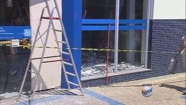 Dois bancos são roubados no mesmo horário em Pradópolis, SP - Seis carros e 15 suspeitos agiram na madrugada desta sexta-feira (20).