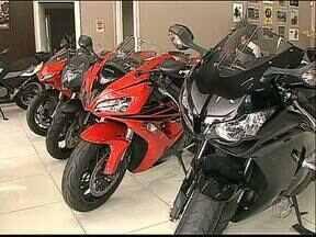 Cresce o mercado de motos de alta cilindrada - Mais de cem mil reais por um veículo para passeio. O preço parece alto mas tem cada vez mais gente investindo nessas motos.