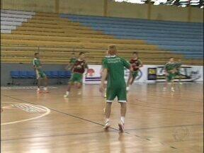 Sudoeste tem dois times nas quartas-de-final do campeonato paranaense de futsal - Marreco e Quedas do Iguaçu jogam a primeira partida do mata-mata hoje à noite.