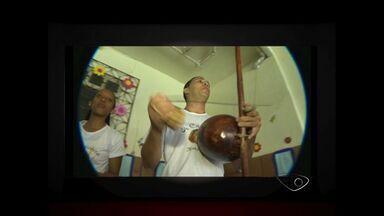 """Instrutor de capoeira vence dificuldades e dá a volta por cima no ES - Professor Márcio participou do quadro """"Minha vida daria um filme""""."""