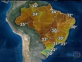 Frente fria forma nuvens carregadas no sul da Bahia - A frente fria provoca temporais entre o Rio Grande do Sul e o oeste do Paraná. O alerta de chuva está mantido para Santa Catarina, onde pode chover mais que a média para o mês todo.