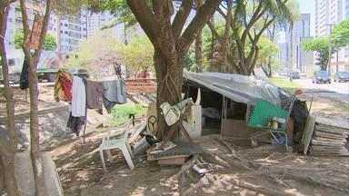 Moradores de rua ocupam áreas do Recife e de Jaboatão dos Guararapes - Prefeituras prometem intensificar abordagem e ações de acolhimento.