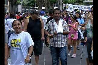 População vai às ruas de Belém protestar pela falta de acessibilidade - Iniciativa foi motivada pelo Dia da Pessoa com Deficiência, celebrado neste sábado (21).