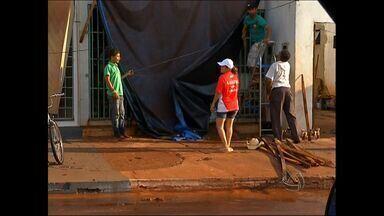 Chuva e vendaval atingem Tangará da Serra (MT) - Chuva e vendaval atingiram Tangará da Serra nesta sábado.