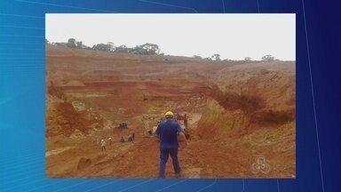 Dois corpos são encontrados soterrados em mina que desabou em Itapuã do Oeste, RO - Uma área de aproximadamente 50 metros da mina de cassiterita desmoronou na sexta-feira, 20. Oito pessoas se encontravam no local no momento do desabamento. Duas pessoas foram resgatadas sem vida pelos Bombeiros neste sábado, 21.
