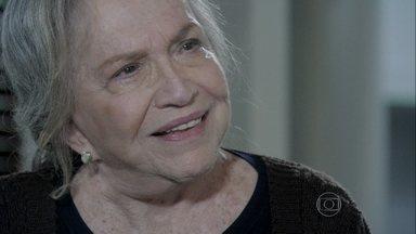 Bernarda desconfia que Aline teve ajuda de mais alguém e deixa Aline nervosa - Aline diz que Bernarda foi muito burra e é desafiada por Bernarda