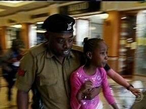 Terroristas dizem que número de mortos em ataque a shopping no Quênia é muito maior - O grupo al-Shabab, da Somália, que assumiu a autoria do atentado, acusou as forças quenianas de derrubarem intencionalmente parte do prédio, causando a morte de mais de 130 reféns, além dos 72 divulgados. O governo nega.