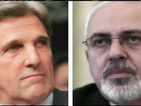 Chefes da diplomacia dos EUA e do Irã devem se reunir em Nova York - Essa é a primeira reunião de alto nível entre os dois países em mais de 30 anos. Para o Ministro do Exterior iraniano, Javad Zarif, o encontro com John Kerry é uma oportunidade para solucionar a questão nuclear.