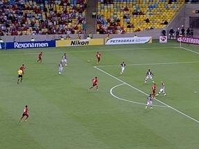 Flamengo aproveita espaços no lado direito da defesa do Botafogo no 1º tempo - Carlos Eduardo, André Santos e João Paulo criam oportunidades e o gol rubro-negro pelo lado esquerdo do ataque do Fla.