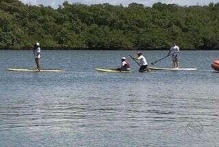 Adolescentes portadores da Síndrome de Down têm aulas de Stand Up Paddle em Aracaju - Adolescentes portadores da Síndrome de Down têm aulas de Stand Up Paddle em Aracaju