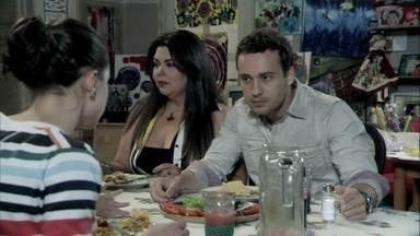 Daniel conta para os pais que está namorando Perséfone - Linda fica curiosa quando a enfermeira explica o que é um namoro