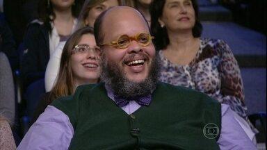 Ed Motta assiste à imitação que Marcos Veras fez em 2009 - Programa do Jô homenageia o cantor