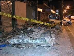 Desabamento de marquise mata uma pessoa no Rio - Um vendedor ambulante estava na calçada na hora do acidente. Entre os feridos, dois são bombeiros. A Defesa Civil informou que havia uma obra em andamento dentro do imóvel. O resultado da perícia sai em 30 dias.