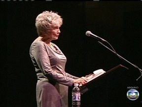 Escritora canadense conquista o Nobel de Literatura - Alice Munro tem 82 anos e é definida pela Academia Sueca como mestre em contos contemporâneos. Para a crítica, Alice entende os homens e a complexidade da mulher. Ela já é uma autora bastante premiada.