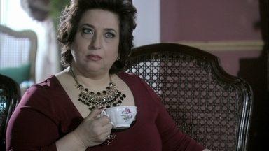 Priscila diz que não pode votar contra César - Félix descobre o romance de Rebeca e Pérsio. Vega afirma que dará seu voto para Pilar. Félix garante para a mãe que vencerá a eleição