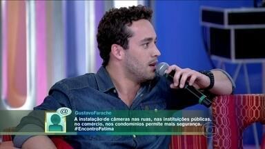 Rodrigo Andrade diz que não lembra que pode estar sendo monitorado - 'Eu já devo ter passado por muita vergonha, como no elevador', revela o ator