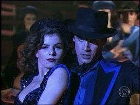 Reveja Débora Bloch como a vedete de A-E-I-O Urca - Cena no cabaré foi ao ar em 1990