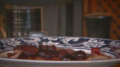 'Prato Feito' ensina receita de escalope com toque de uva - Fernando Kassab dá dicas de como inovar na receita de escalope e incrementar o prato com uva.