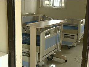 Maior hospital público do Paraná tem quase 100 leitos fechados - Quase todos os setores foram atingidos pela falta de funcionários.