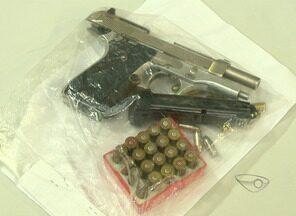 Suspeito de chefiar tráfico de drogas em bairro de Vitória é preso - Homem foi detido no bairro Andorinhas com duas armas.