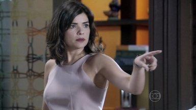 Aline culpa Rafael pelo resultado da audiência - Ela fala mal de Pilar e deixa Paloma irritada. Lutero teme que Félix assuma a presidência do hospital