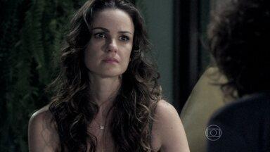 Gina conta para Ordália que não conseguiu passar a noite com o namorado - Ela afirma que teve uma sensação estranha e fica preocupada com a reação de Herbert